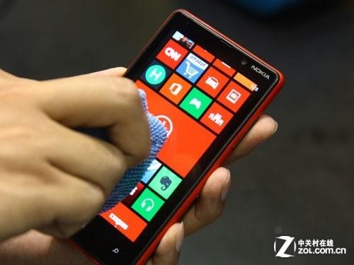 WP8 操作更个性 诺基亚920/820手机试玩 [多图]