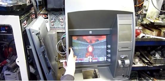 """黑客超酷改造:ATM 取款机""""变身""""游戏机"""
