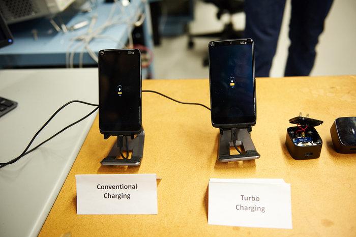 探秘摩托罗拉实验室:你用过的那些Moto手机都是怎么做出来的?