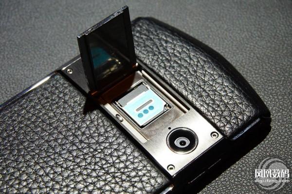 8848发布首款钛金手机 售价9999元