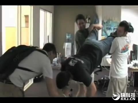 扎克伯格10年前办公视频曝光:那时的他大亮