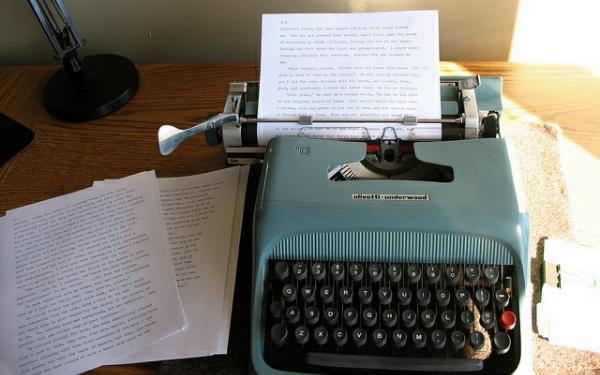 编个程序,也许就成了小说家