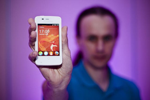 Mozilla 为吸引Firefox OS应用开发推出送手机活动