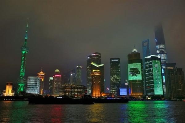 图赏:这一夜 上海被Xbox One染成了绿色