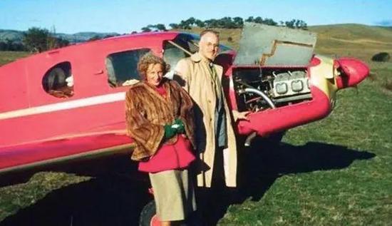 马斯克的外公外婆和他们的引擎飞机,图源网络