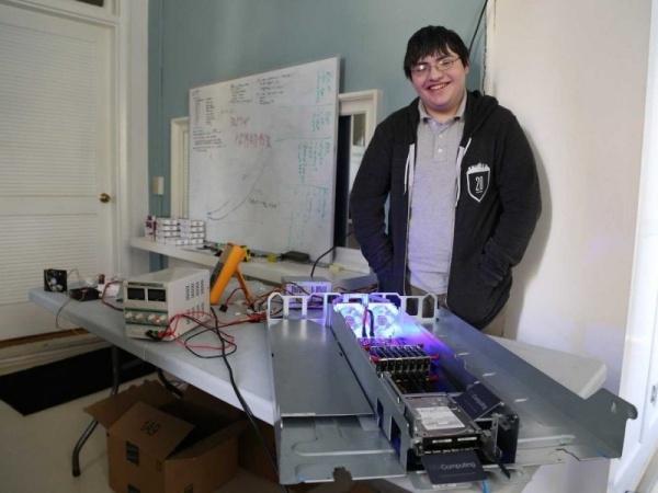 17 岁高中辍学创业者发明新型计算机